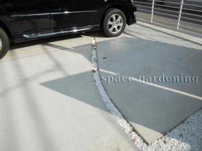 駐車場 コンクリート 目地 化粧砂利