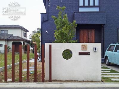 門柱 塗り壁 飾り窓