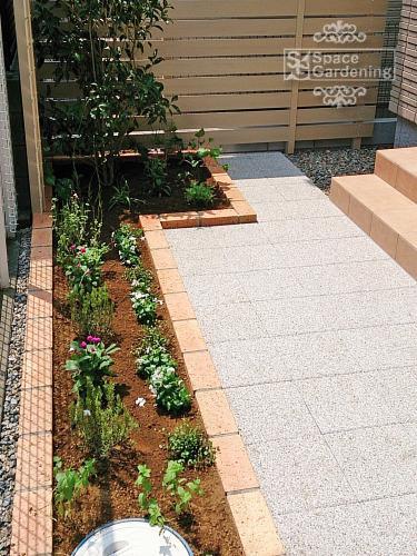 庭 花壇 レンガ 植栽