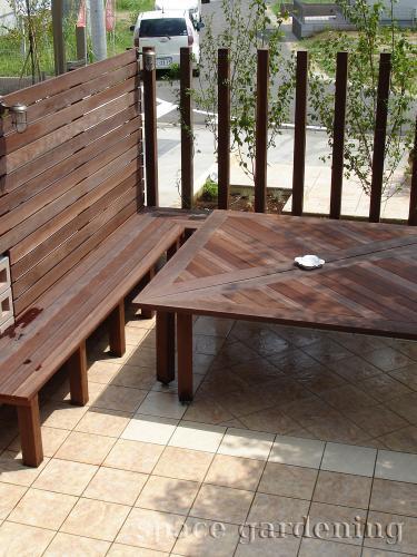 庭 タイルデッキ オリジナル 木製テーブル ウリン材
