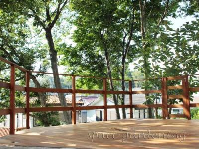庭 斜面地 ウッドデッキ 木製 ウリン材