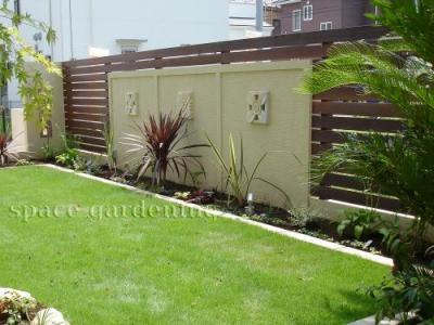 庭 目隠し 塗り壁 ウッドフェンス