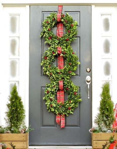 クリスマス アレンジ 飾り アプローチ 玄関まわり ボックスウッド リース