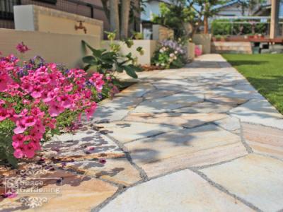 アプローチ 庭 石貼り パラストーン 乱形