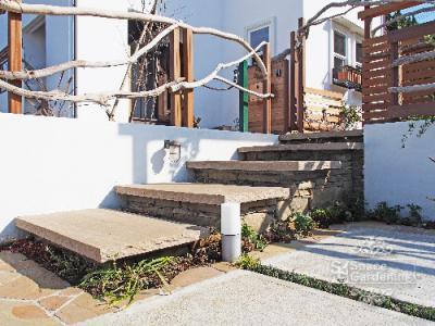 アプローチ 階段 自然石 石貼り 三楽 フォレストサーキュラー