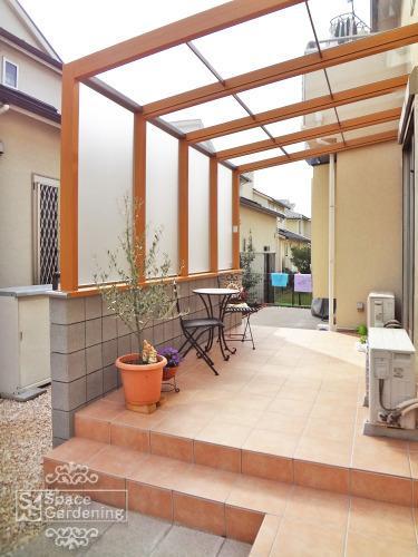 ガーデンルーム ココマ テラス屋根 木調