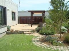 洋風庭園 テラス 石貼り 木製パーゴラ