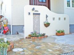 門柱 塗り壁 飾り窓 モザイクタイル 春日部市